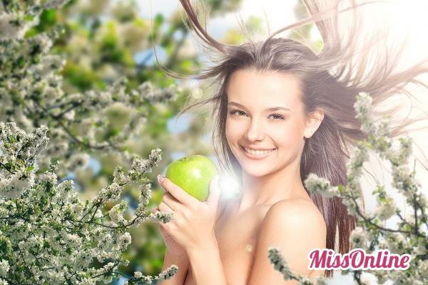 Портрет девушки с яблоками